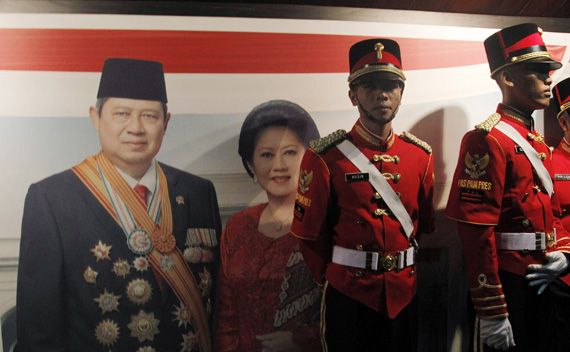 Members of an Indonesian military honour guard participating in a state dinner are pictured in Jakarta