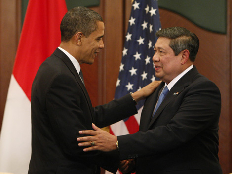 U.S. President Obama meets with Indonesia's President Yudhoyono at the APEC Summit in Singapore