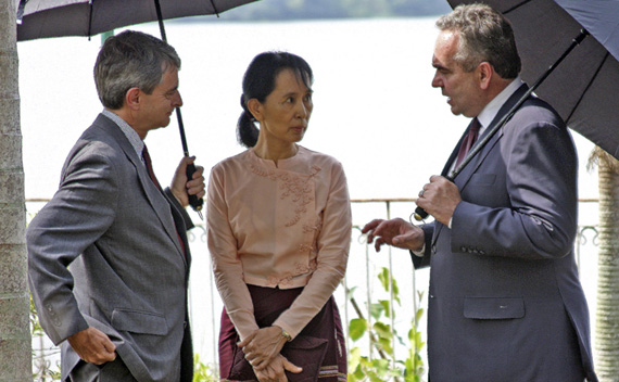 Nobel Laureate Suu Kyi meets U.S. Assistant Secretary of State  Campbell and U.S. embassy charge d'affaires Dinger in Yangon