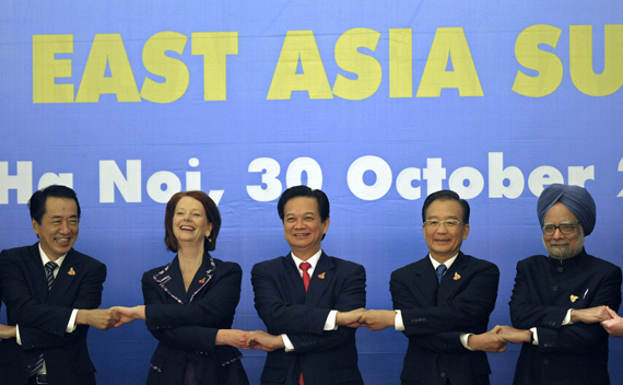 Japan's Prime Minister Naoto Kan (L), Australia's Prime Minister Julia Gillard (2nd L), Vietnam's Prime Minister Nguyen Tan Dung (C), China's Premier Wen Jiabao (2nd R) and India's Prime Minister Manmohan Singh join hands during a photo opportunity as part of the 5th East Asia Summit in Hanoi October 30, 2010.