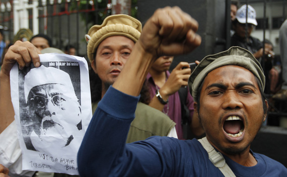 Supporters of radical Indonesian cleric Abu Bakar Bashir shout slogans outside the South Jakarta court as Bakar Bashir stands trial February 14, 2011.