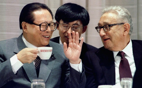 Chinese President Jiang Zemin talks to former U.S. Secretary of State Henry Kissinger at a luncheon address to U.S. business groups in New York October 23, 1995.