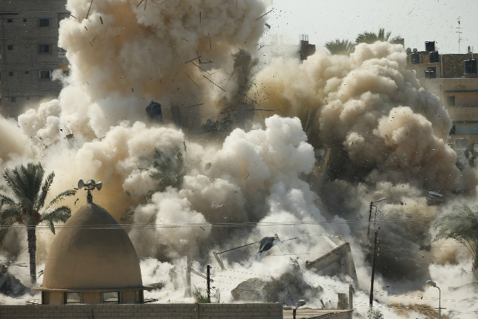 Smoke rises after a house is blown up during a military operation by Egyptian security forces in the Egyptian city of Rafah, near the border with southern Gaza Strip October 29, 2014.  (Suhaib Salem/Courtesy: Reuters)