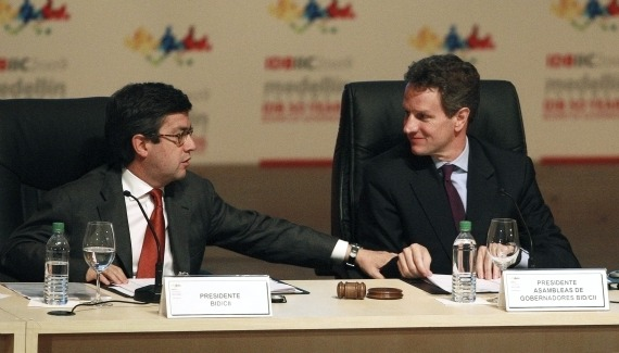 President of the IADB Luis Alberto Moreno and U.S. Treasury Secretary Geithner at the 50th Inter-American Development Bank's general assembly (Jose Gomez/Courtesy Reuters).
