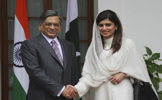 Pakistani Foreign Minister Khar shakes hands with his Indian counterpart Krishna before their meeting in New Delhi on July 27, 2011 (B Mathur/Courtesy Reuters).