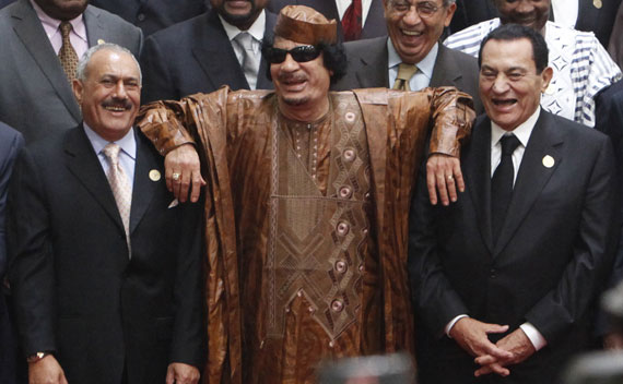 Qaddafi leans on the shoulders of then Egyptian President Mubarak and President of Yemen Saleh during the second Afro-Arab Summit in Sirte