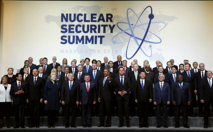 World leaders gather for a group photo at the Nuclear Security Summit in Washington April 1, 2016. REUTERS/Kevin Lamarque