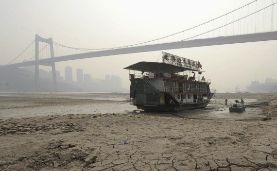 A floating restaurant is stranded in a branch of the Yangtze River in Chongqing Municipality on March 21, 2010.