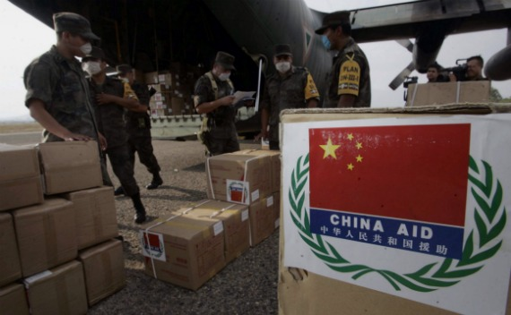 Mexican soldiers unload boxes with medical aid donated by China at the airport in Oaxaca, Mexico on May 5, 2009.