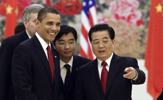 U.S. President Barack Obama (L) attends a State Dinner Reception with Chinese President Hu Jintao at the Great Hall of the People in Beijing on November 17, 2009.