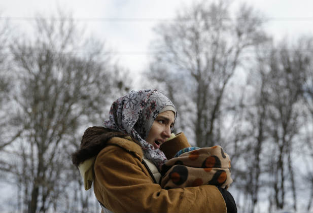 Syrian-woman-baby-refugee-migrant-winter-border