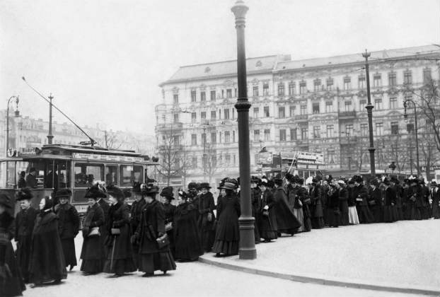 Women rally for the vote in Berlin