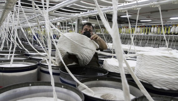 An employee arranges cotton in a textile factory in Bello, Antioquia province, Colombia (Albeiro Lopera / Courtesy Reuters).
