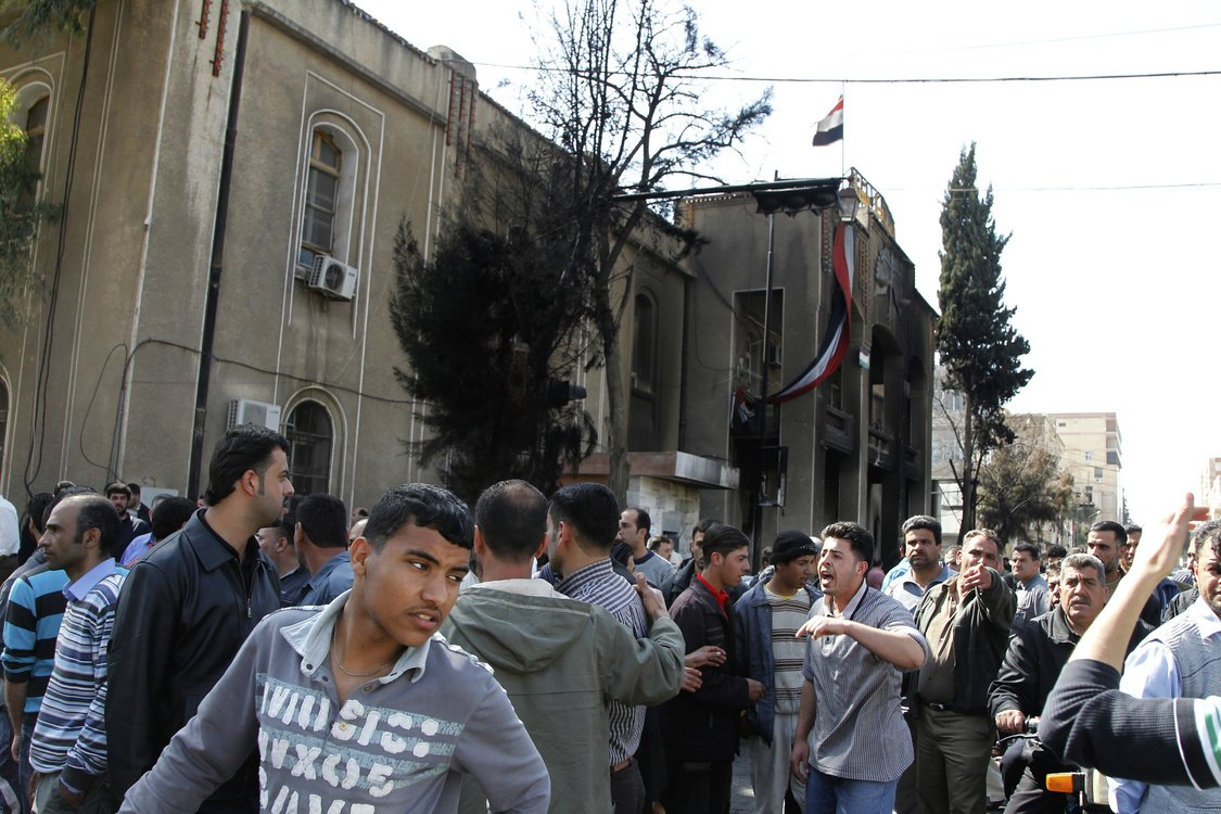 Syrians gather outside Deraa's main courthouse